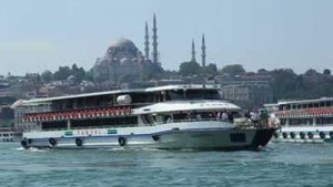 istanbul-turkey-september-2009-a-ferry-crosses-the-golden-horn-with-mosques-visible-on-the-far-shore_eyj5ib9wl__S0000