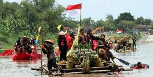 Festival perahu getek di sungai Bengawan Solo.Sumber: okezone.com