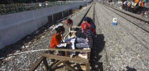 Lori di Kampung Bandan digunakan untuk mengangkut penumpang. Sumber: antarafoto.com